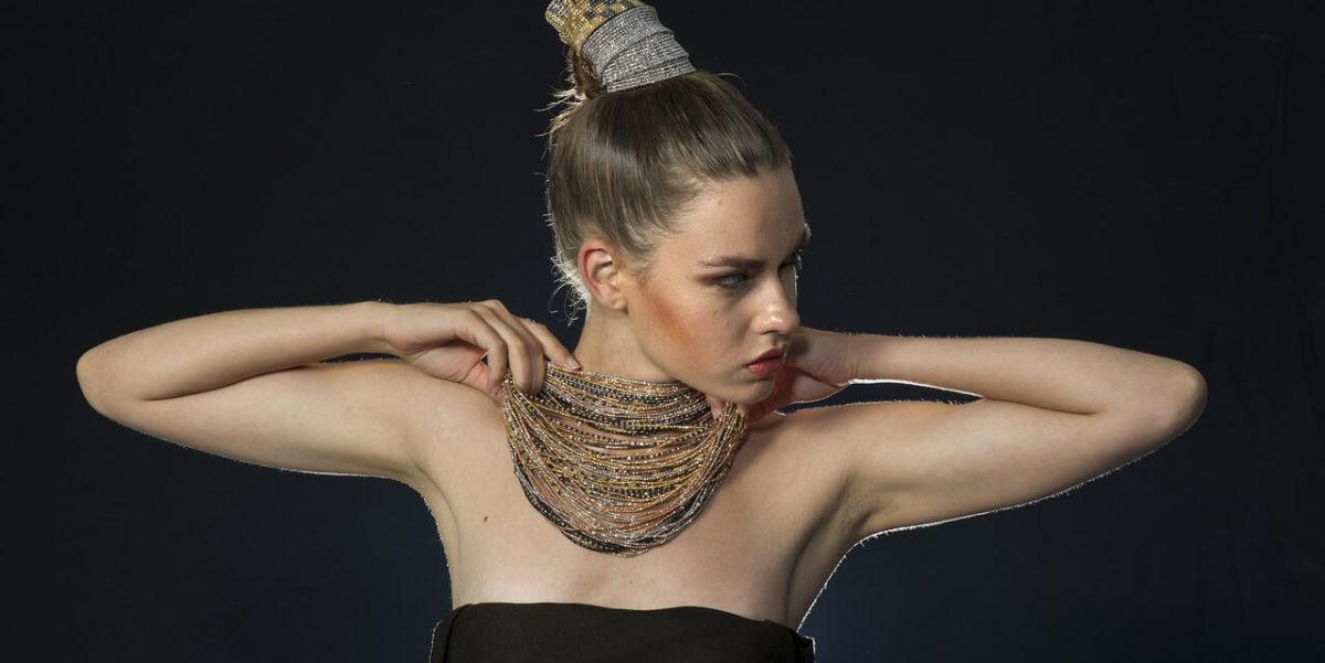 donna con carattere gioielli torino