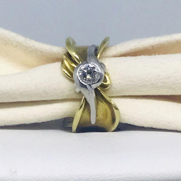 Anello a fascia con diamante
