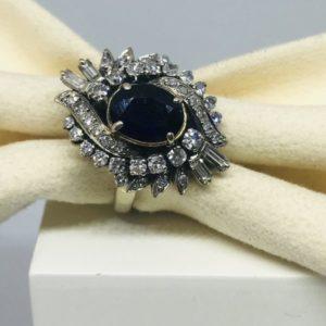 anello oro con pietra preziosa centrale e diamanti gioielli torino
