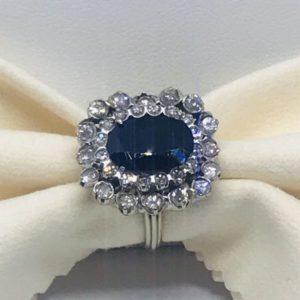 anello in oro con diamanti bianchi e blu gioielli torino