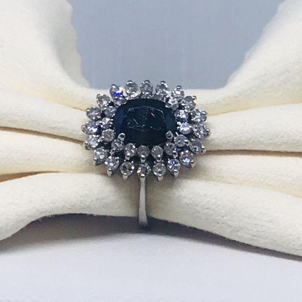 Anello corindone ct 0,94 e diamanti ct 0,36