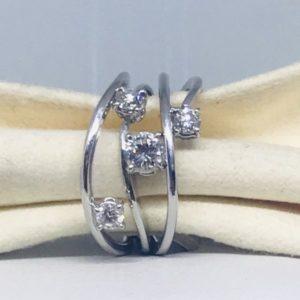 anello in oro bianco con 4 diamanti gioielli torino