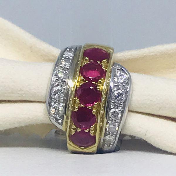 Anello con rubini ct 1,50 e diamanti ct 0,38