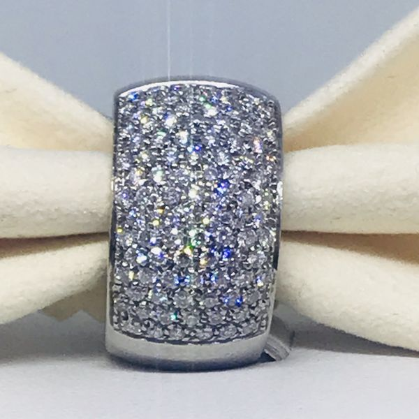 Anello a fascia con pavè di diamanti ct 1,00