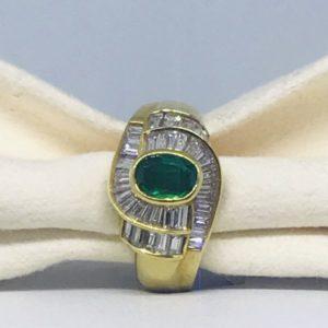anello di oro giallo con smeraldo e diamanti gioielli torino