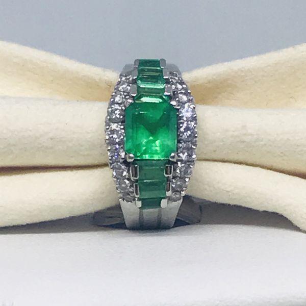 Anello con smeraldi e diamanti ct 0,26