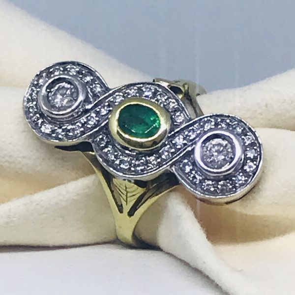 Anello con smeraldo e diamanti ct 1,06