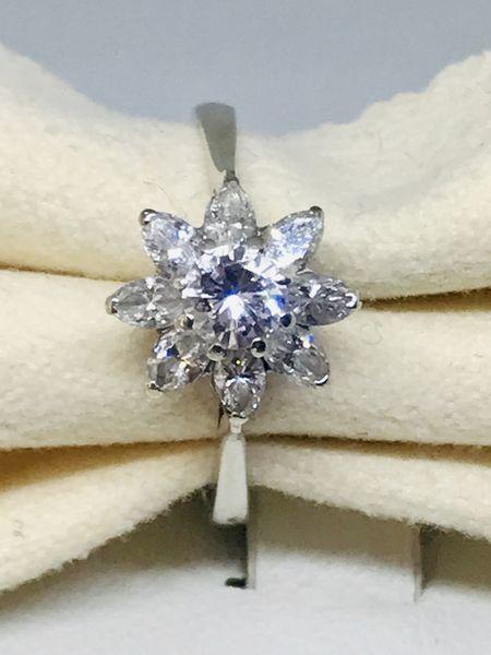 Anello con margherita di diamanti ct 0,88