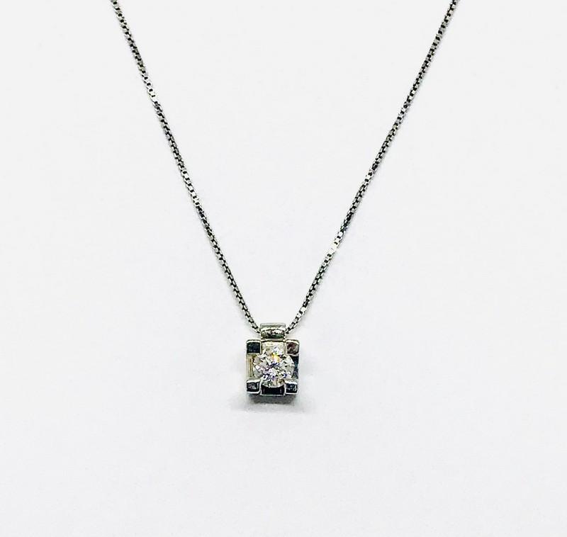 Collana punto luce con diamante ct 0,46