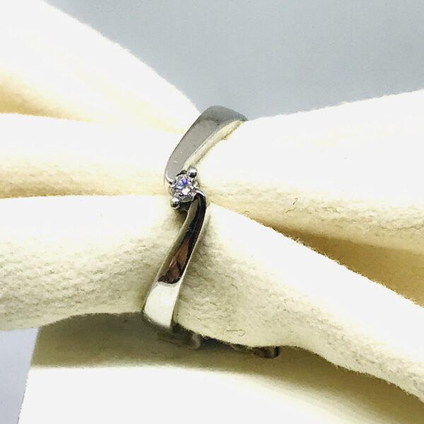 anello in oro bianco con diamanti gioielli torino offerte d'oro