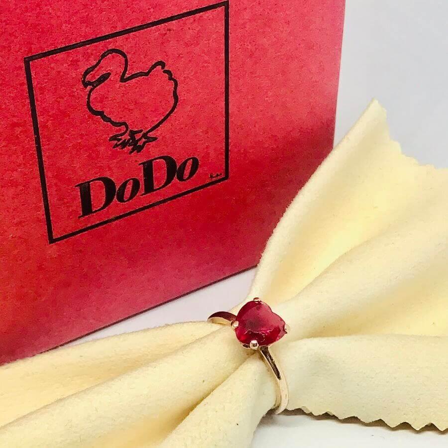Anello Dodo Pomellato con rubino a cuore