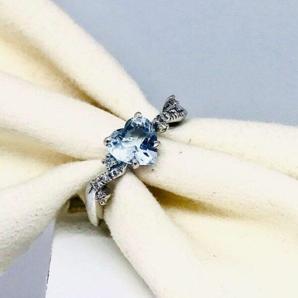 Anello in oro bianco 18 carati con diamante a forma di cuore. Offerte d'oro Gioielli Torino.