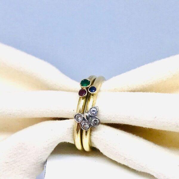 Anello in oro giallo 18 carati con diamanti, smeraldo, rubino e lapislazzuli. Gioielli torino offerte d'oro