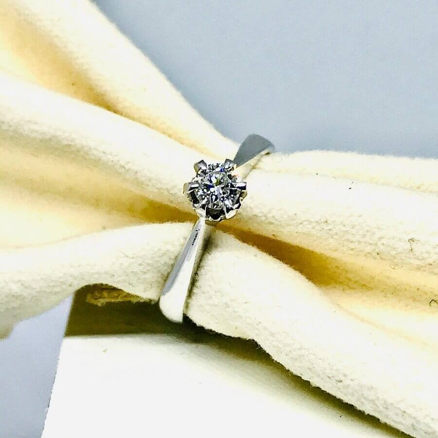 Anello solitario con diamanti ct 0,22