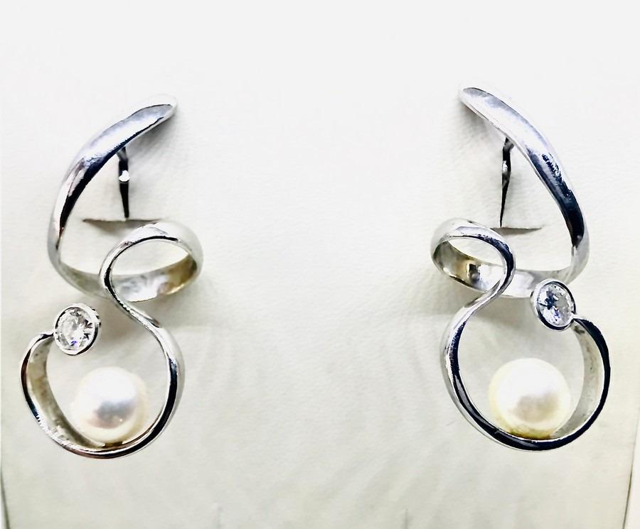 Orecchini con perle australiane e diamanti