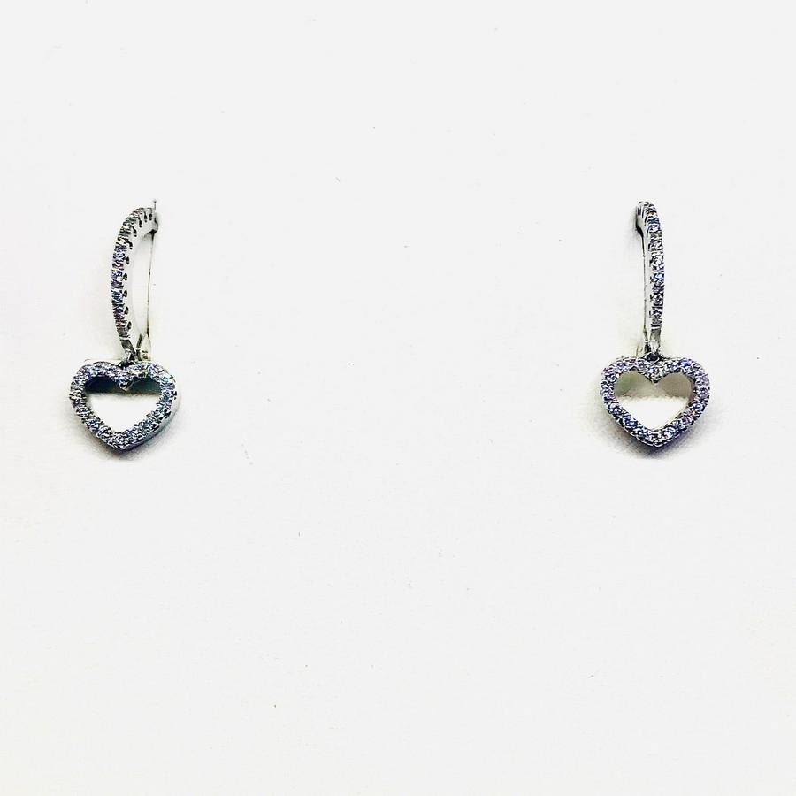 Orecchini a forma di cuore con diamanti