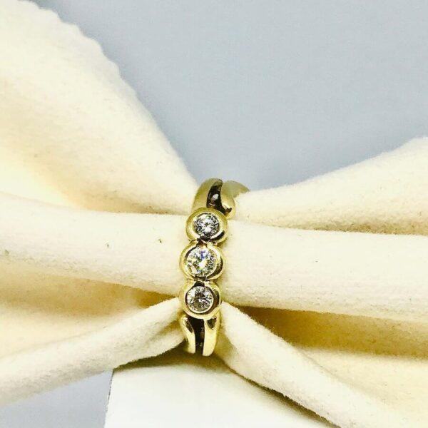 anello in oro giallo con tre diamanti gioielli torino offerte d'oro
