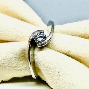 anello in oro bianco con diamante. Offerte d'oro Gioielli torino