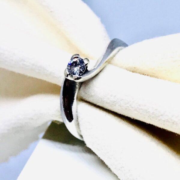 Anello in oro bianco 18 carati con diamante.Offerte d'oro Gioielli Torino.