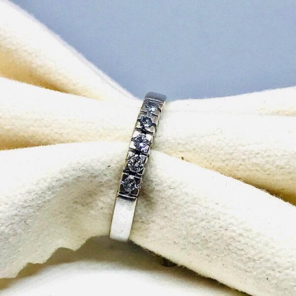 Anello in oro bianco 18 carati con cinque diamanti. Offerte d'oro gioielli Torino