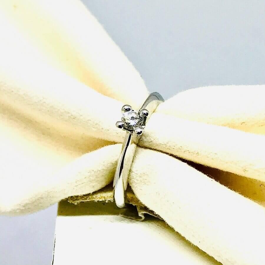 Anello con diamante ct 0,14