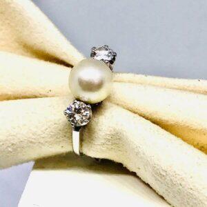 Anello in oro bianco 18 carati con diamanti e perla. Offerte d'oro gioielli torino