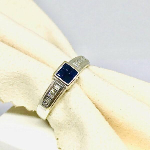 Anello in oro bianco 18 carati con lapislazzuli. Gioielli Torino offerte d'oro