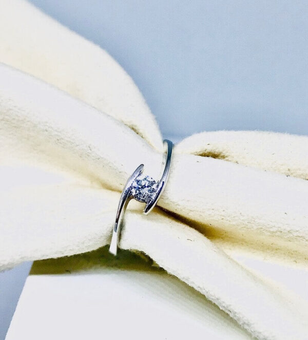 Anello in oro bianco 18 carati con diamante. Offerte d'oro Gioielli torino