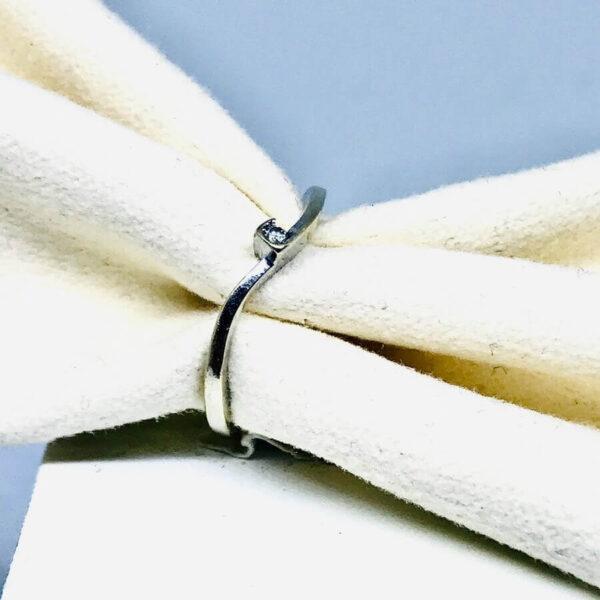 Anello in oro bianco 18 carati con diamante. Gioielli Torino Offerte d'oro