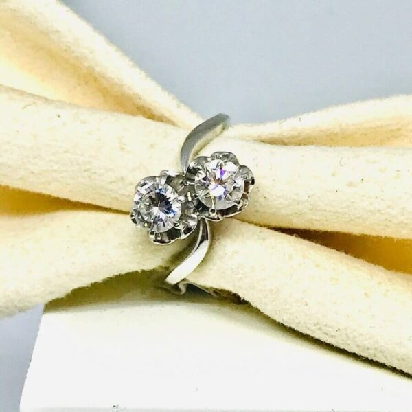 Anello in oro bianco 18 carati con due diamanti. Offerte d'oro gioielli torino