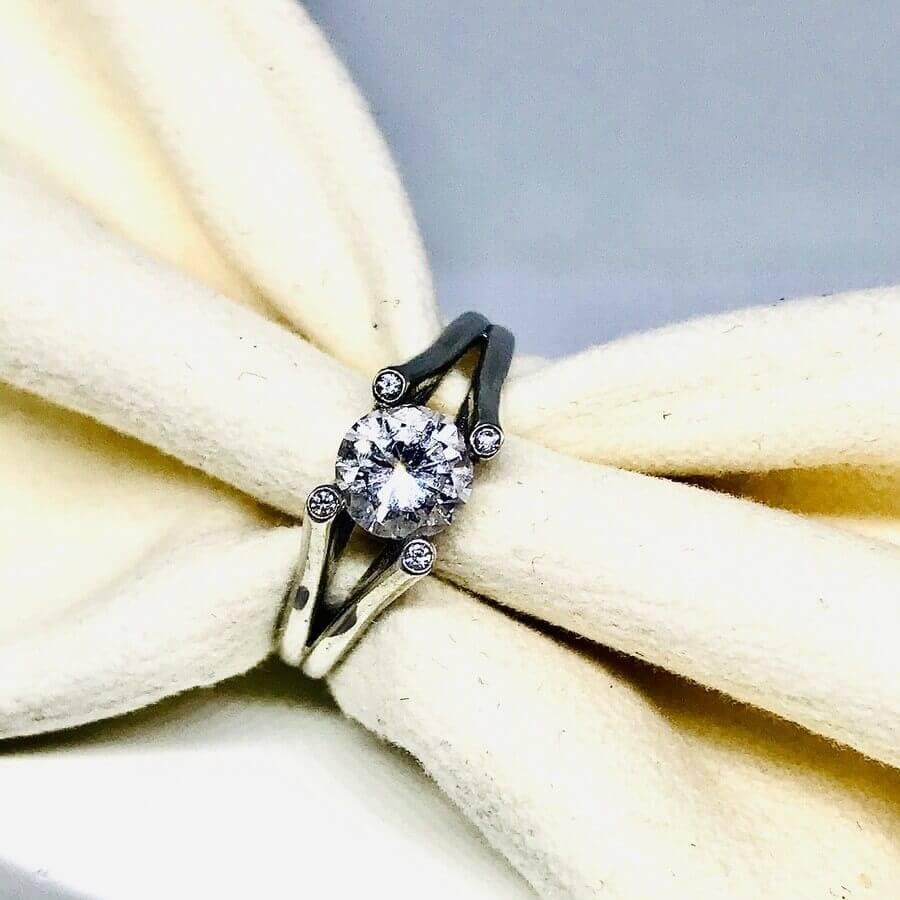 Anello con diamanti ct 0,68