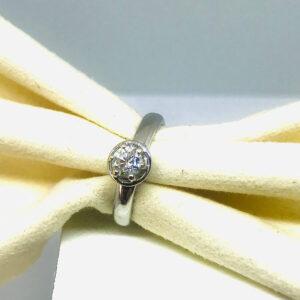 Anello in oro bianco 18 carati con diamanti. Offerte d'oro gioielli torino
