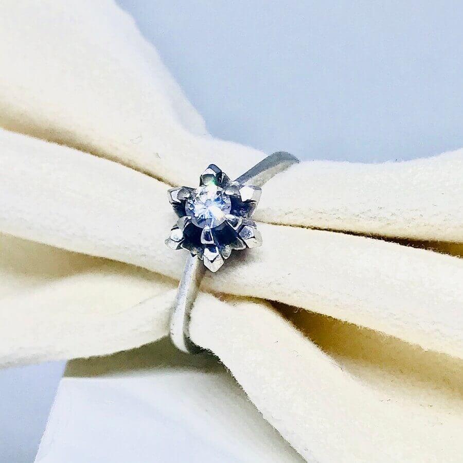 Anello con diamante ct 0,15