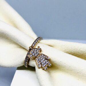 anello oro giallo 18 carati con ciondolo bambina e diamanti. Offerte d'oro Gioielli Torino.