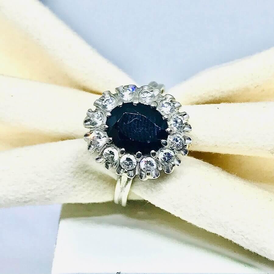 Anello con diamanti ct 0,24 e zaffiro