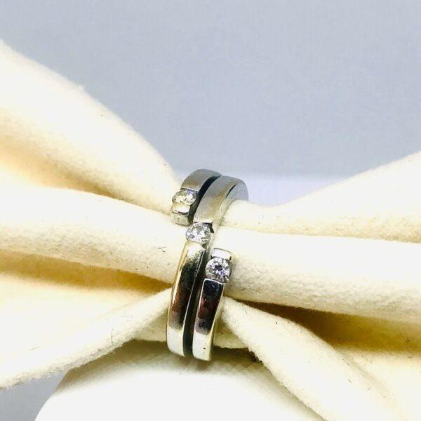 Anello in oro bianco 18 carati con tre diamanti. offerte d'oro Gioielli Torino