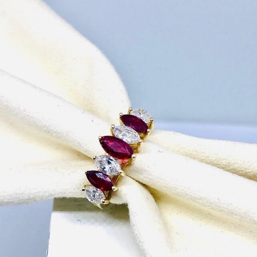 Anello con diamanti ct 0,69 e rubini