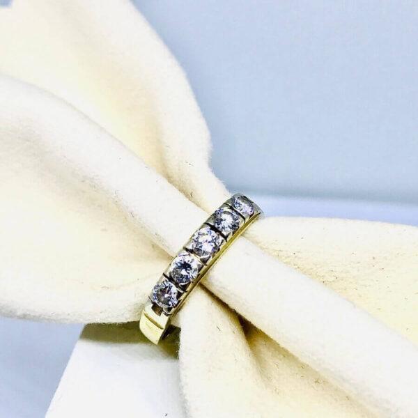 Anello in oro giallo 18 carati con cinque diamanti. offerte d'oro Gioielli Torino