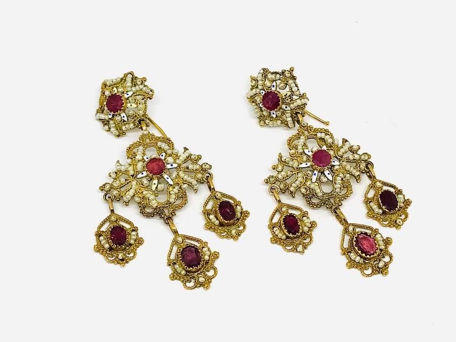 Orecchini lavorazione antica con rubini e perline