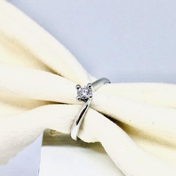 anello oro bianco con diamante mobilificio torino e rivoli