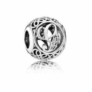 Charm in argento a forma di pallina vintage con intagliato l'iniziale della lettera G. Gioielli Torino offerte d'oro
