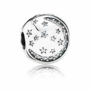 Charm a forma di pallina con luna e stelle incisi in argento. Gioielli Torino offerte d'oro